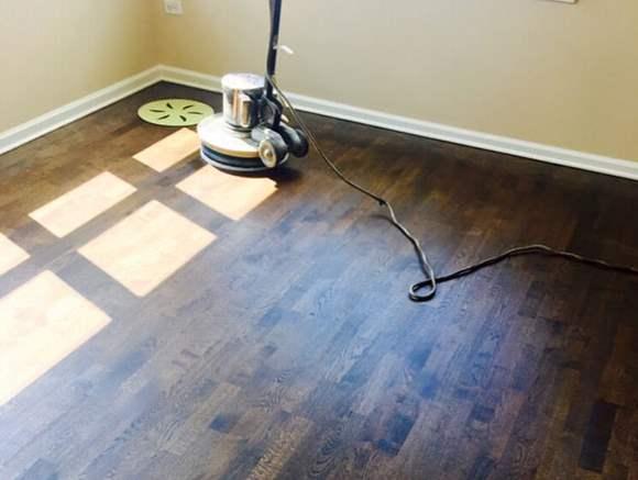 Houten vloer schuren met veel zorg schuren wij uw houten vloer